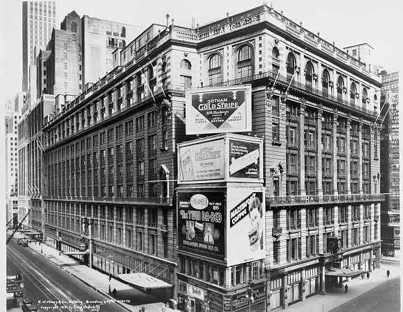 1934-Macy's-on-34-st-covered-in-billboards-Manhattan-NYC-Vintage-NYC-photography-Untapped-cities-Sabrina-romano