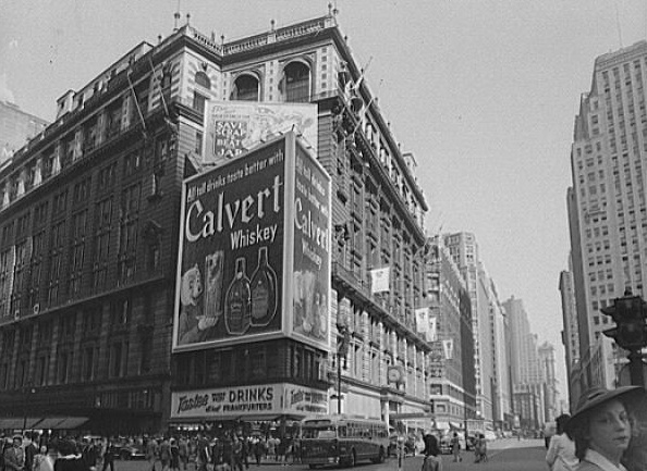 1942-Macy's-on-34-st-covered-in-billboards-Manhattan-NYC-Vintage-NYC-photography-Untapped-cities-Sabrina-romano